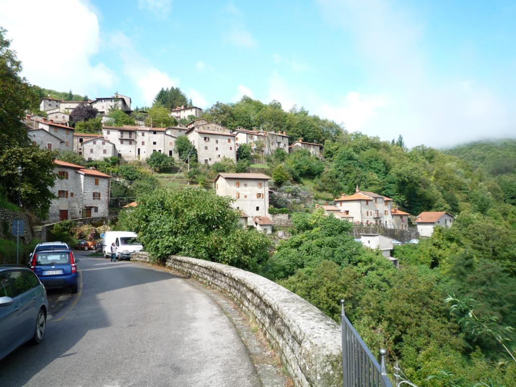 Soluzione Indipendente in vendita a Ortignano Raggiolo, 5 locali, Trattative riservate | Cambio Casa.it