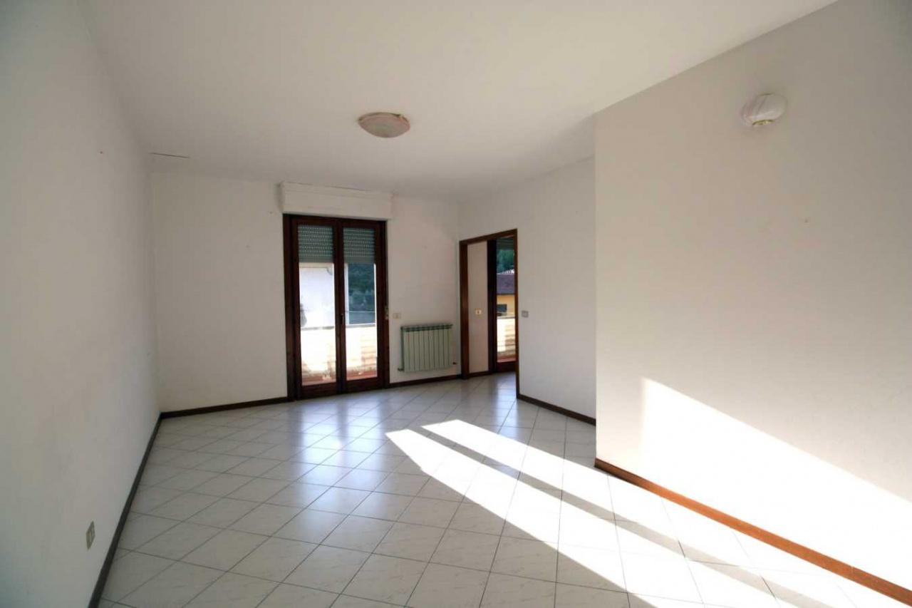 Appartamento in vendita a Capolona, 6 locali, prezzo € 148.000 | CambioCasa.it
