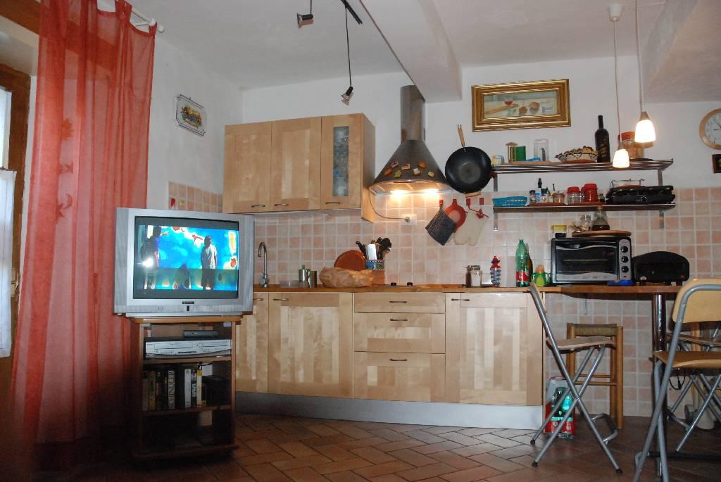 Soluzione Indipendente in vendita a Castelnuovo di Val di Cecina, 4 locali, prezzo € 105.000   CambioCasa.it