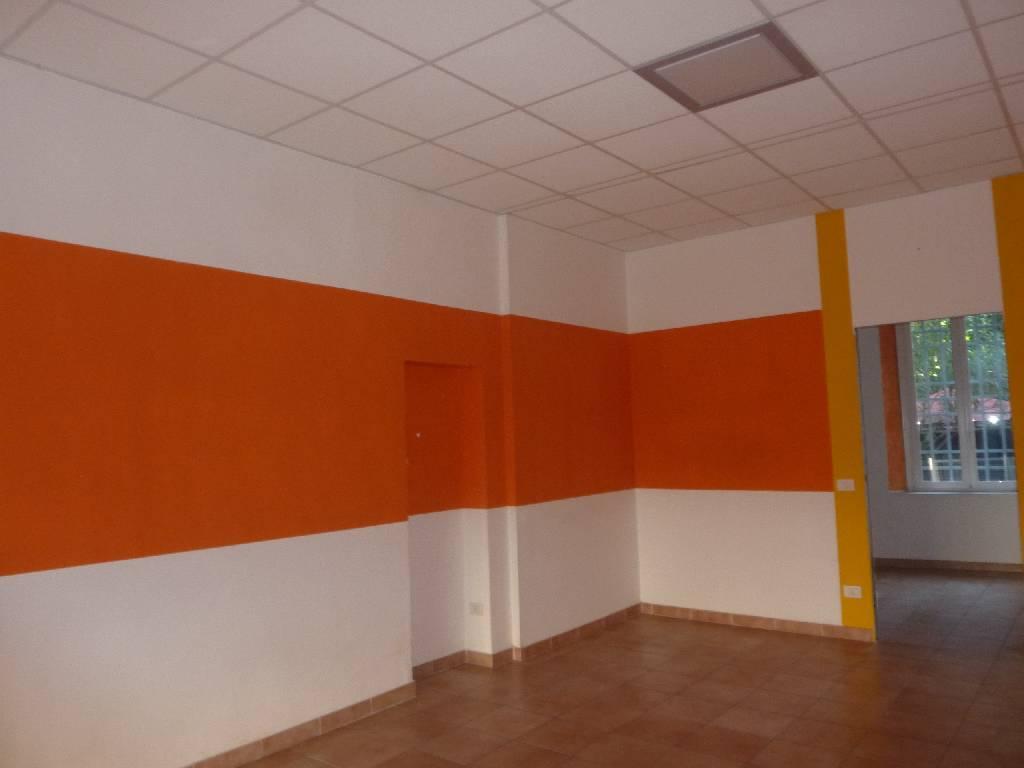 Negozio / Locale in affitto a Campiglia Marittima, 2 locali, zona Zona: Venturina, prezzo € 500 | Cambio Casa.it