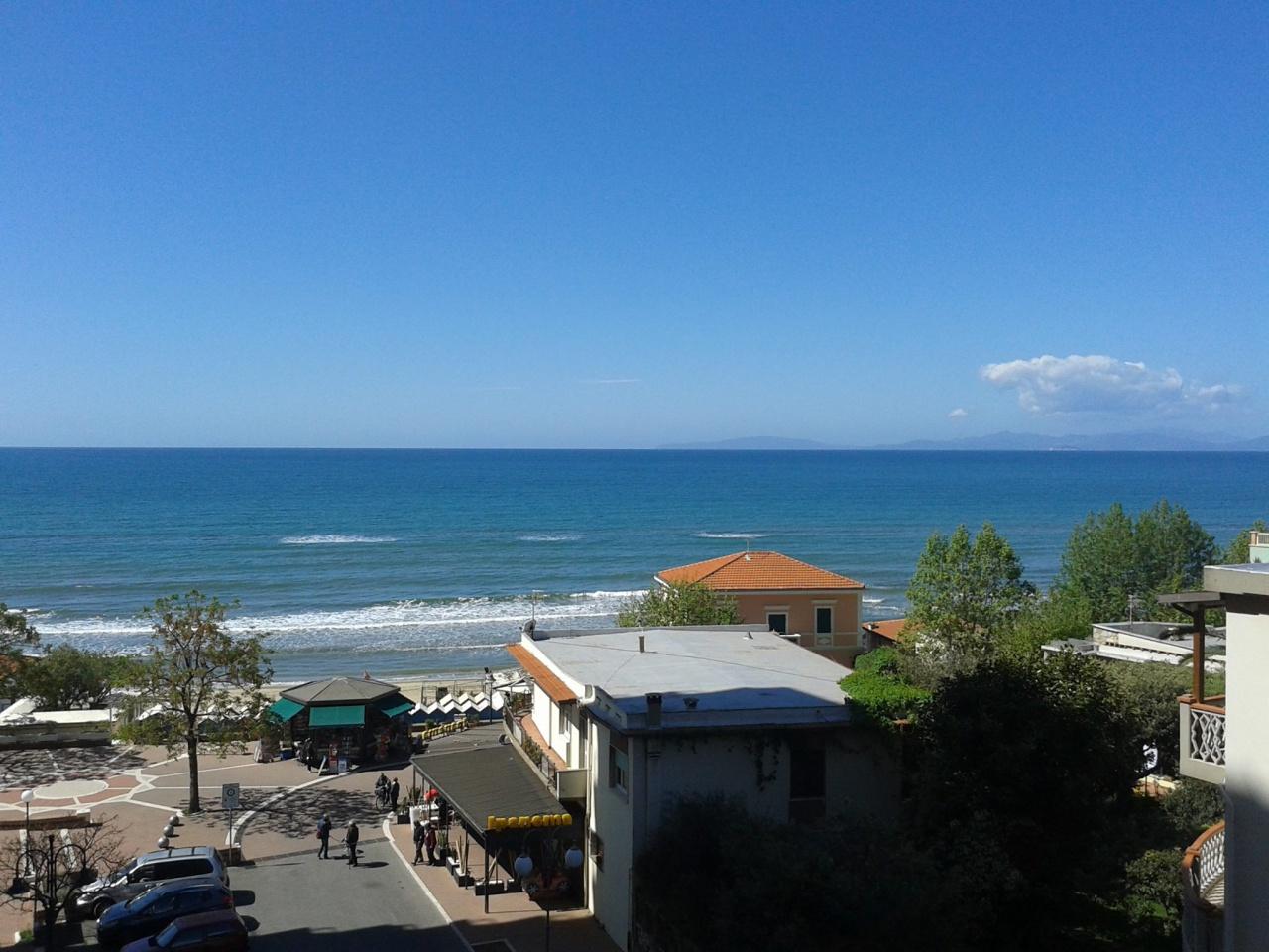 Appartamento in vendita a Follonica, 3 locali, prezzo € 215.000 | CambioCasa.it