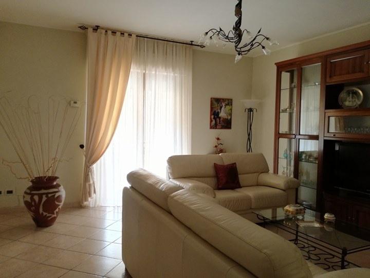 Appartamento in vendita a Follonica, 4 locali, prezzo € 210.000 | PortaleAgenzieImmobiliari.it