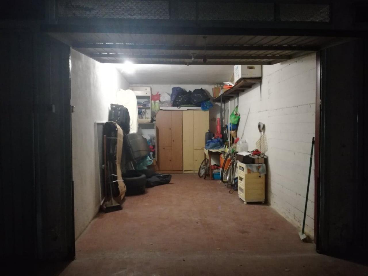 Box / Garage in vendita a Follonica, 1 locali, prezzo € 28.000   CambioCasa.it