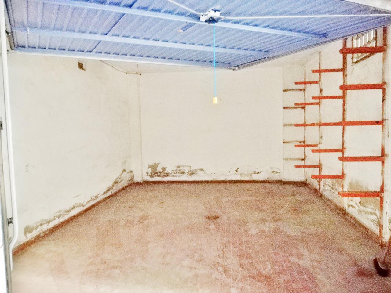 Box / Garage in vendita a Follonica, 1 locali, prezzo € 23.000   CambioCasa.it
