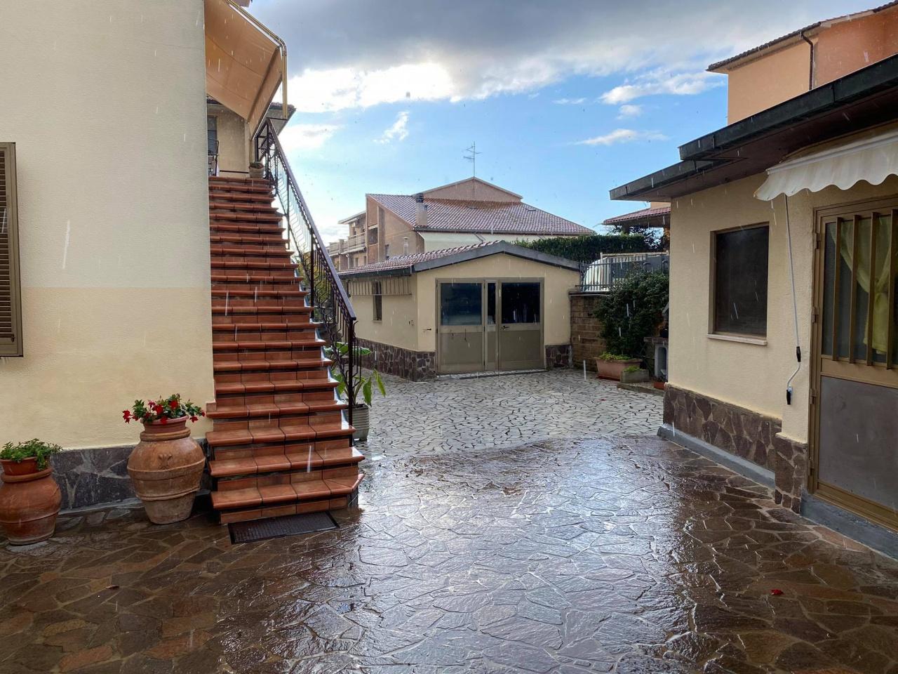Villa in vendita a Gavorrano, 8 locali, prezzo € 350.000   CambioCasa.it