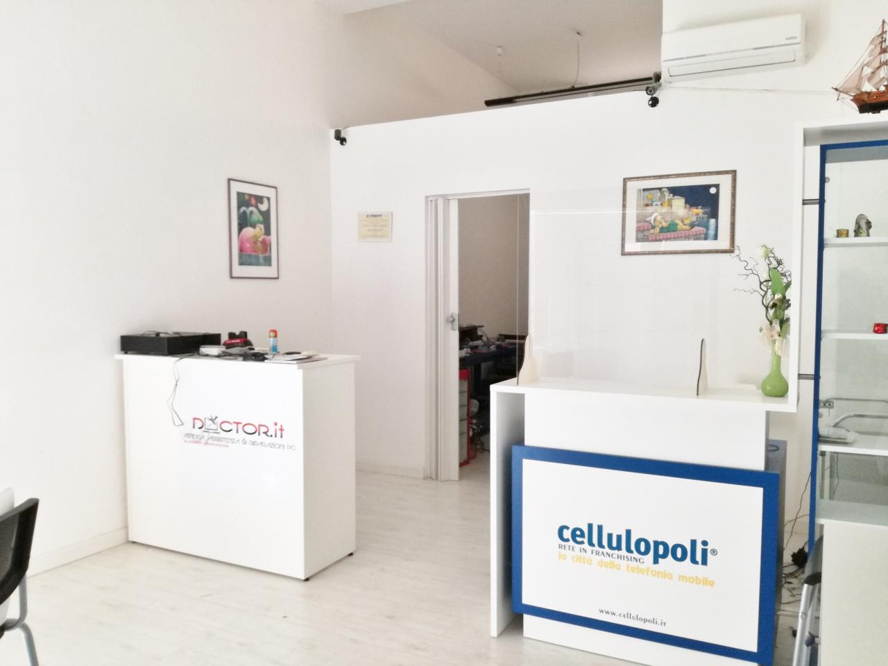 Negozio / Locale in affitto a Follonica, 2 locali, Trattative riservate | CambioCasa.it