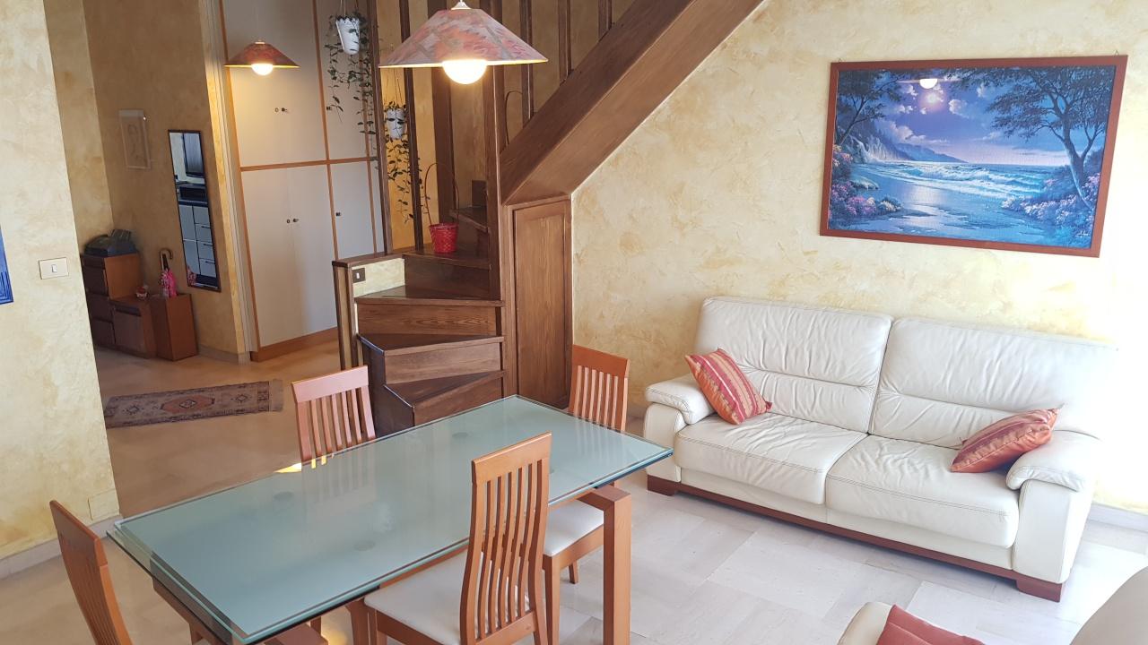 Appartamento in ottime condizioni arredato in affitto Rif. 6351960