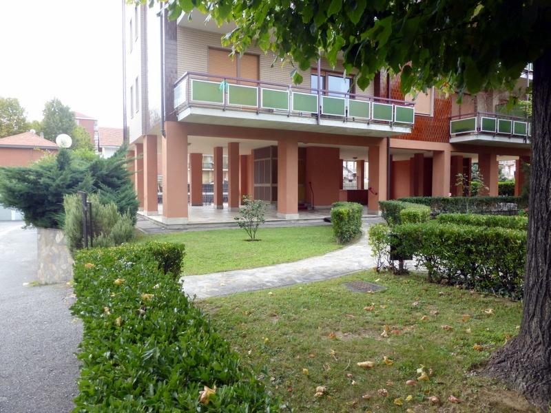 Appartamento in buone condizioni arredato in affitto Rif. 9636267