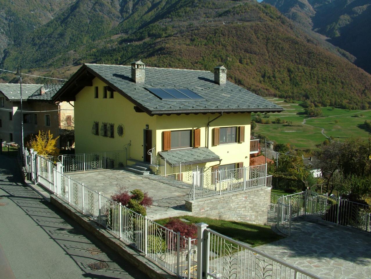 Villa in vendita a Challand-Saint-Victor, 9 locali, prezzo € 799.000 | PortaleAgenzieImmobiliari.it