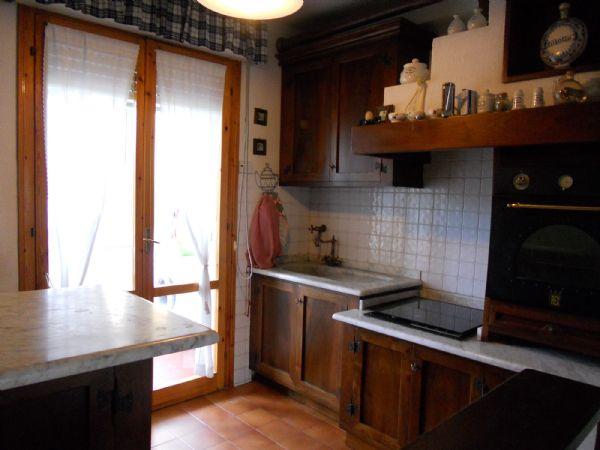 Appartamento in affitto a Camaiore, 4 locali, Trattative riservate | CambioCasa.it