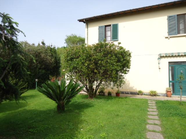Rustico / Casale in vendita a Viareggio, 5 locali, zona Località: MIGLIARINA, prezzo € 350.000 | Cambio Casa.it