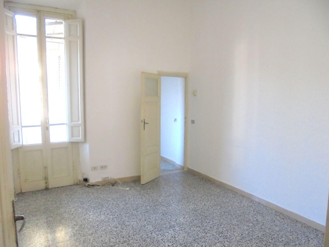 Soluzione Indipendente in affitto a Viareggio, 4 locali, prezzo € 700 | CambioCasa.it