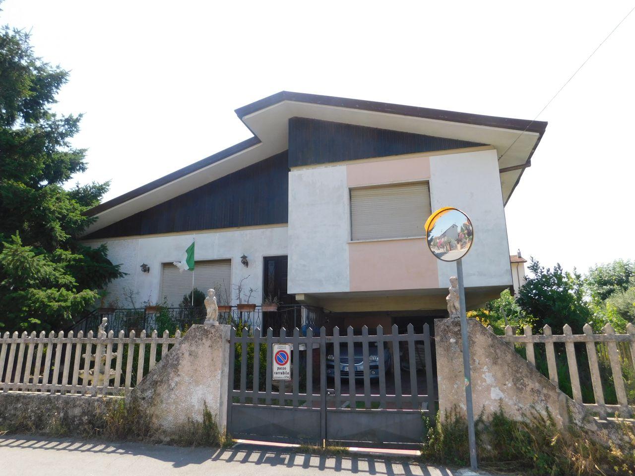 Villa singola in Vendita VIAREGGIO