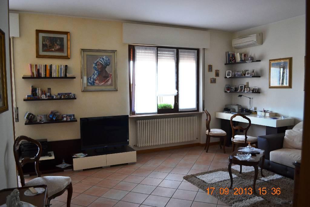 Appartamento in ottime condizioni arredato in affitto Rif. 7593205