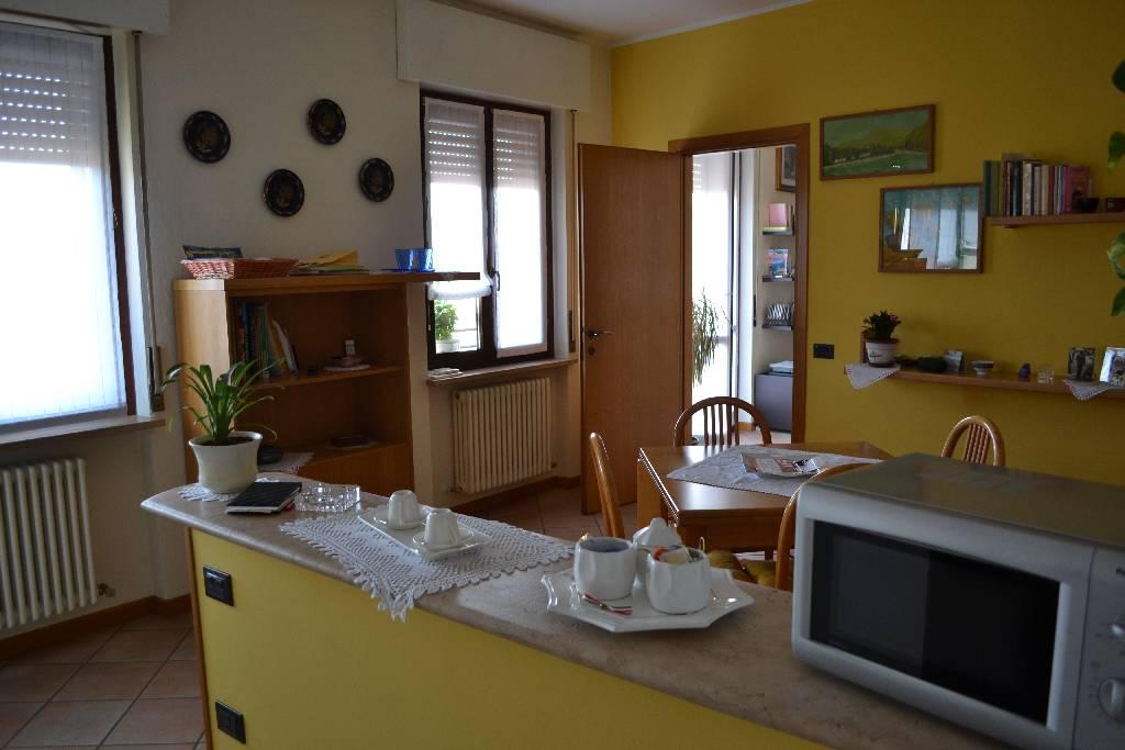 Appartamento in affitto a Alzano Lombardo, 3 locali, prezzo € 500 | CambioCasa.it