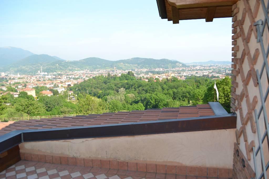 Rustico / Casale in vendita a Ranica, 3 locali, prezzo € 550.000 | CambioCasa.it