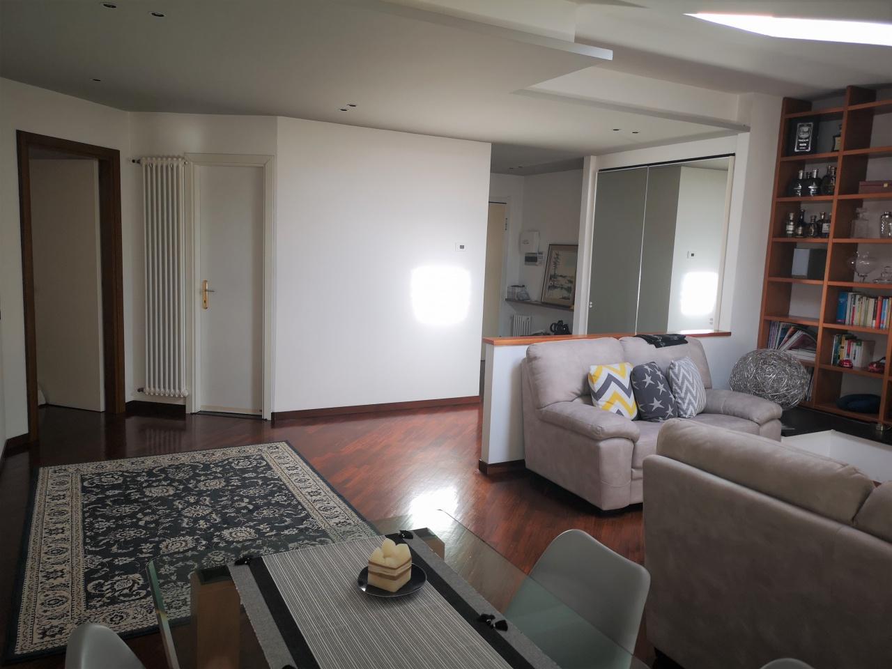 Appartamento in vendita a Alzano Lombardo, 5 locali, prezzo € 240.000 | CambioCasa.it