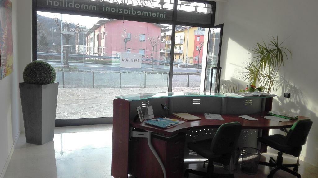 Ufficio / Studio in affitto a Alzano Lombardo, 4 locali, prezzo € 16.000 | Cambio Casa.it