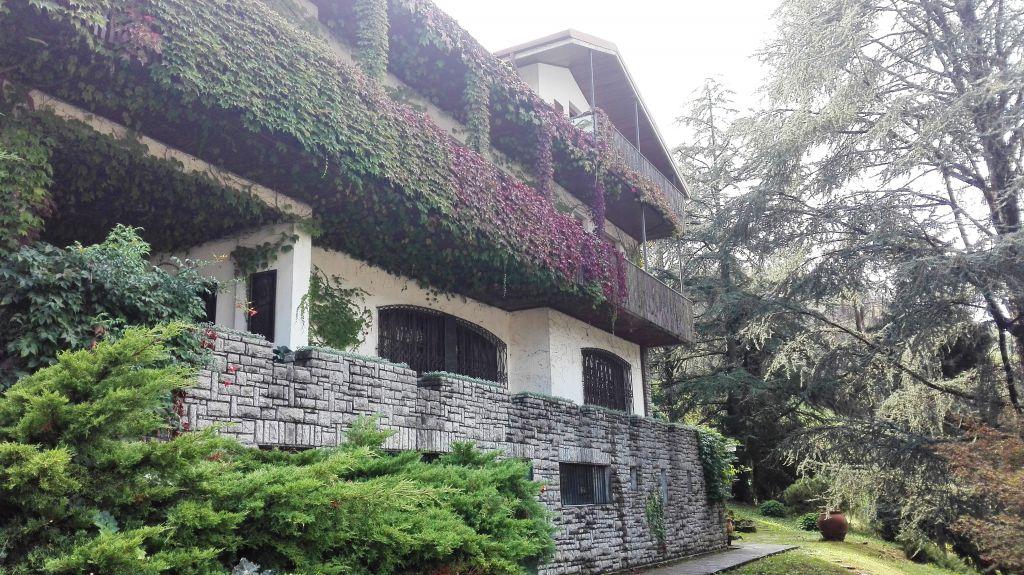 Villa in vendita a Leffe, 21 locali, prezzo € 550.000 | CambioCasa.it
