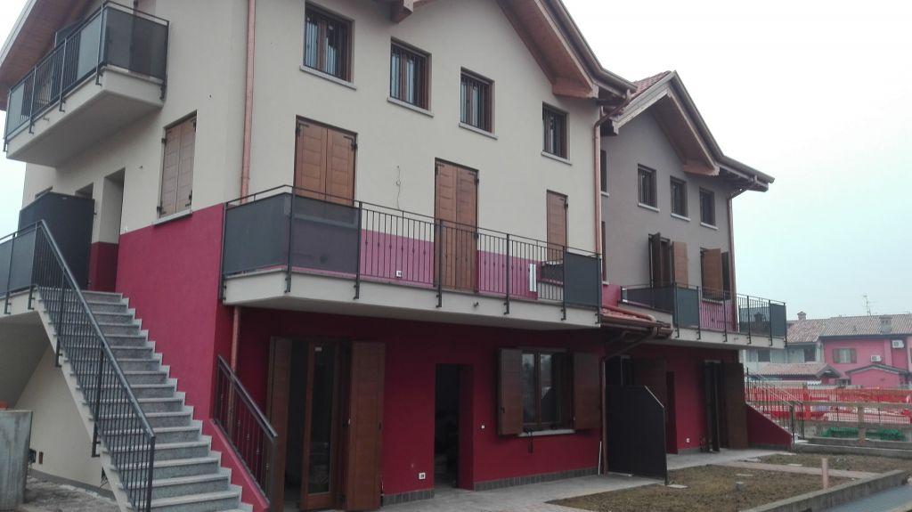 Appartamento in vendita a Bolgare, 4 locali, prezzo € 140.000 | Cambio Casa.it
