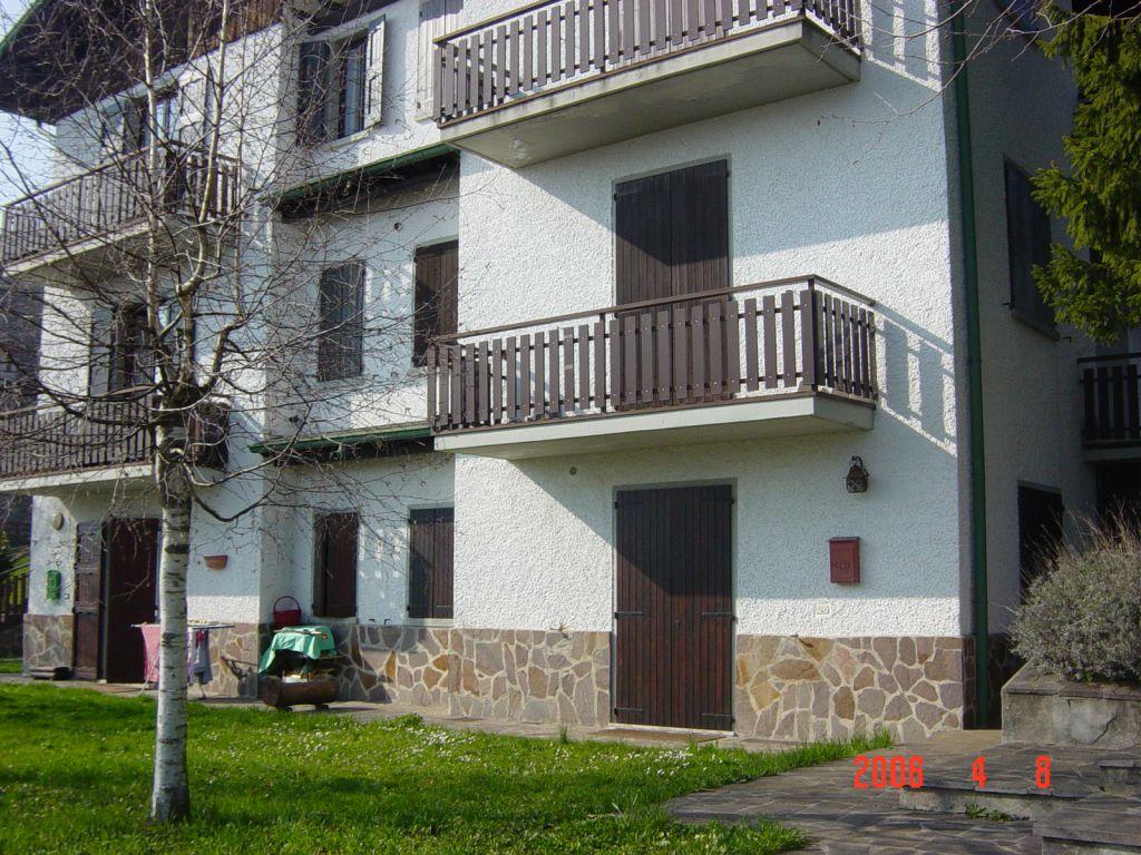 Appartamento in buone condizioni arredato in vendita Rif. 12022034