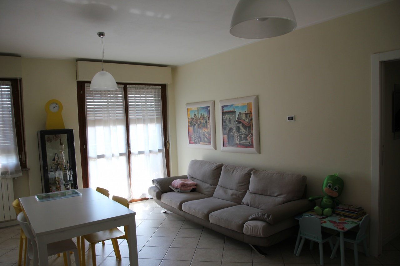 Appartamento in buone condizioni in vendita Rif. 6223455