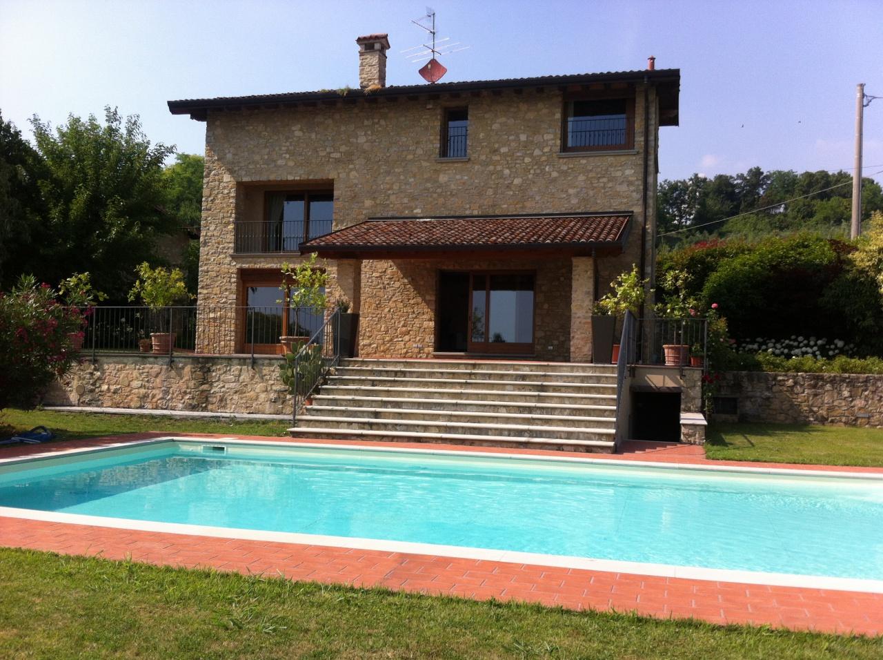 Villa in vendita a Chiuduno, 8 locali, prezzo € 1.460.000 | CambioCasa.it