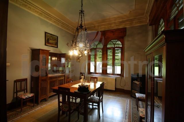 Villa vendita LUCCA (LU) - 7 LOCALI - 200 MQ