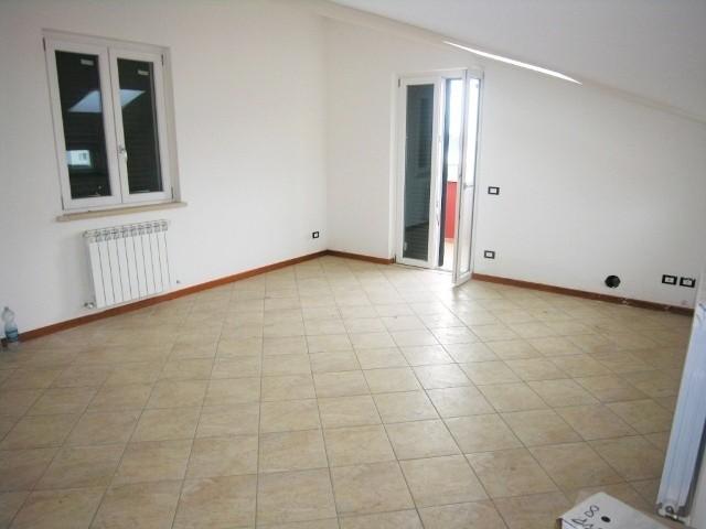Appartamento in vendita a Lucca, 3 locali, zona Località: ARANCIO, prezzo € 180.000 | Cambio Casa.it