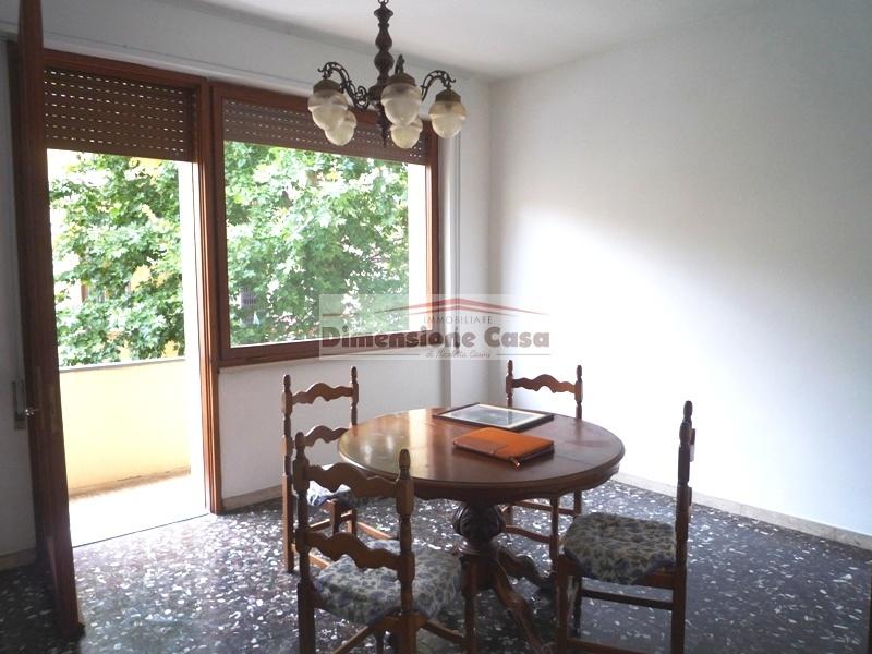 Appartamento in vendita a Lucca, 5 locali, prezzo € 255.000 | PortaleAgenzieImmobiliari.it