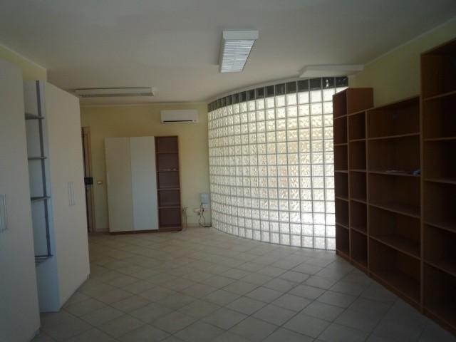 Ufficio / Studio in affitto a Capannori, 2 locali, zona Località: GUAMO , prezzo € 680 | Cambio Casa.it