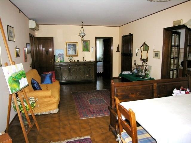 Appartamento in vendita a Lucca, 5 locali, zona Località: SAN VITO, prezzo € 170.000 | Cambio Casa.it