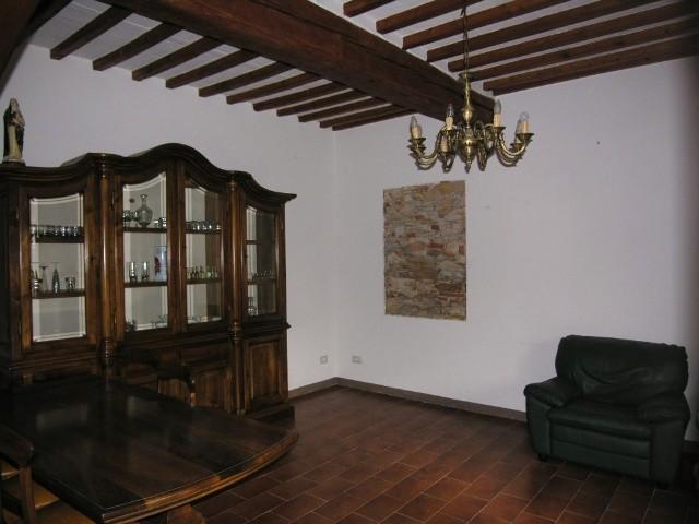 Soluzione Indipendente in affitto a Lucca, 6 locali, zona Località: TEMPAGNANO DI LUNATA, prezzo € 700 | Cambio Casa.it