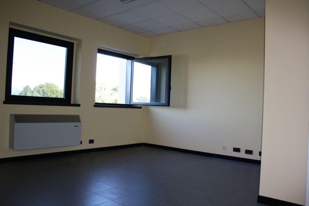 Ufficio in buone condizioni in affitto Rif. 12388456