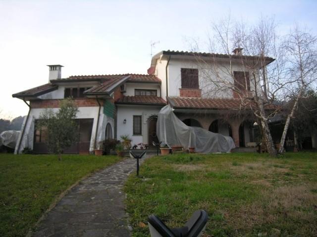 Villa in vendita a Lucca, 7 locali, zona Località: BALBANO, prezzo € 750.000 | Cambio Casa.it