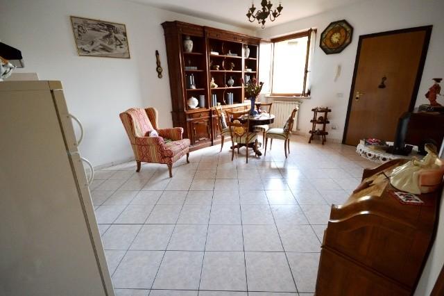 Soluzione Indipendente in vendita a Porcari, 4 locali, prezzo € 140.000 | CambioCasa.it