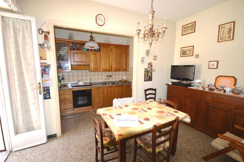 Appartamento in vendita a Lucca, 5 locali, zona Località: SANT ANNA, prezzo € 185.000 | Cambio Casa.it