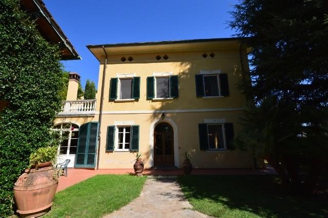Villa in vendita a Capannori, 9 locali, zona Località: COLLE DI COMPITO , prezzo € 950.000 | Cambio Casa.it