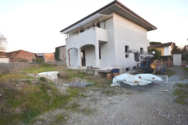 Villa in vendita a Capannori, 10 locali, prezzo € 315.000 | CambioCasa.it
