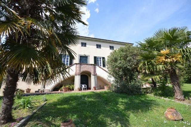 Villa in vendita a Lucca, 9999 locali, prezzo € 3.200.000 | CambioCasa.it