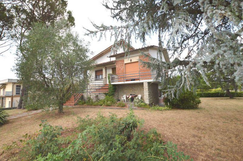 Soluzione Indipendente in affitto a Montecarlo, 5 locali, Trattative riservate | CambioCasa.it