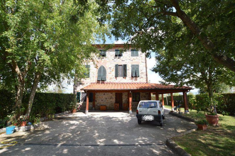 Villa in vendita a Capannori, 10 locali, prezzo € 480.000 | CambioCasa.it