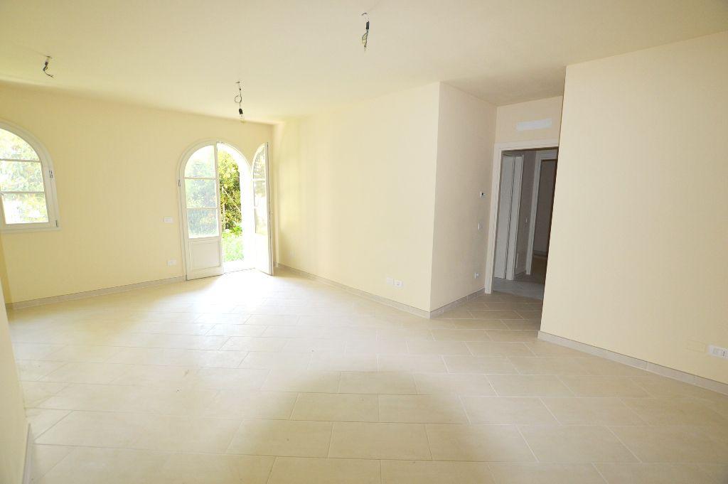 Appartamento in vendita a Lucca, 3 locali, prezzo € 235.000 | CambioCasa.it