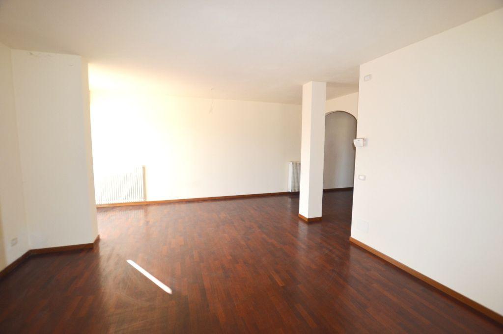 Attico / Mansarda in vendita a Lucca, 4 locali, zona Località: SANT ANNA, prezzo € 320.000 | Cambio Casa.it