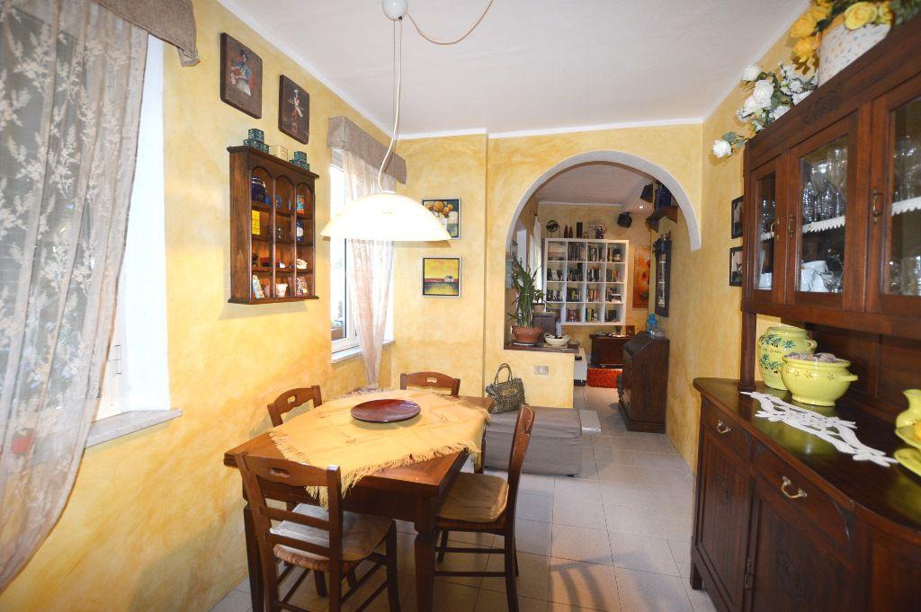 Soluzione Indipendente in vendita a Lucca, 4 locali, zona Località: S. MARCO, prezzo € 160.000 | Cambio Casa.it