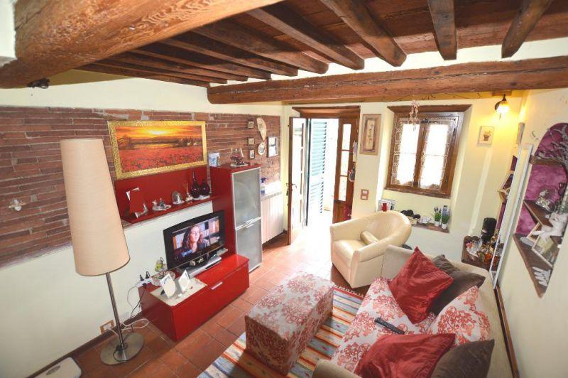 Soluzione Indipendente in vendita a Lucca, 4 locali, prezzo € 140.000 | CambioCasa.it