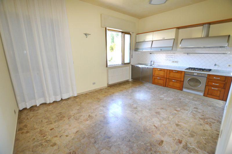 Soluzione Indipendente in affitto a Capannori, 5 locali, zona Località: LUNATA, prezzo € 750 | Cambio Casa.it