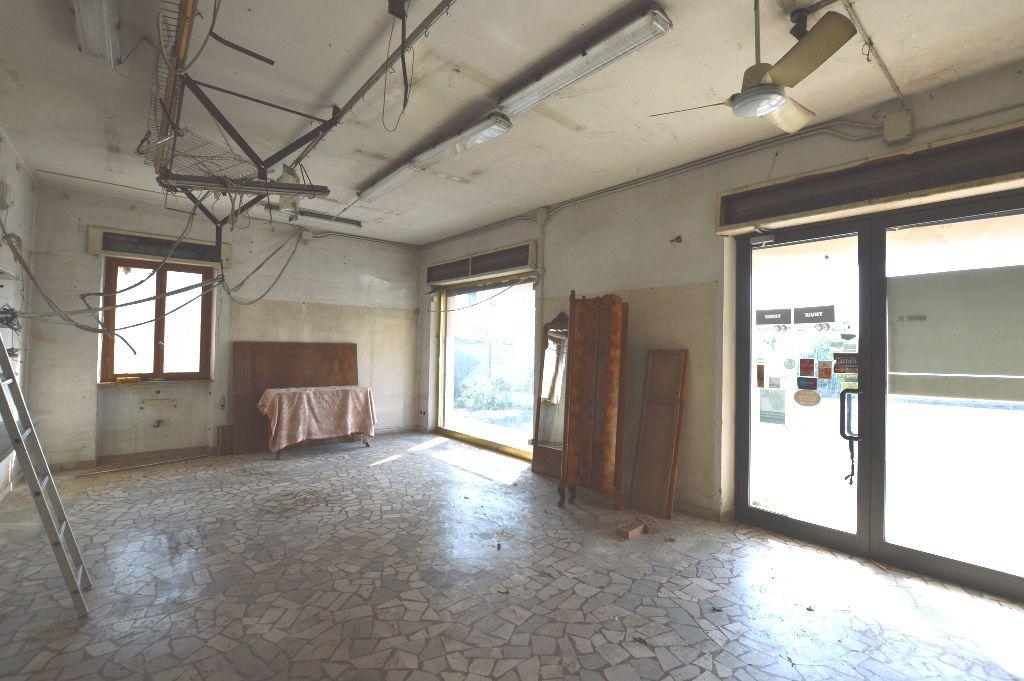 Negozio / Locale in affitto a Lucca, 2 locali, zona Località: SAN VITO, prezzo € 1.000 | Cambio Casa.it