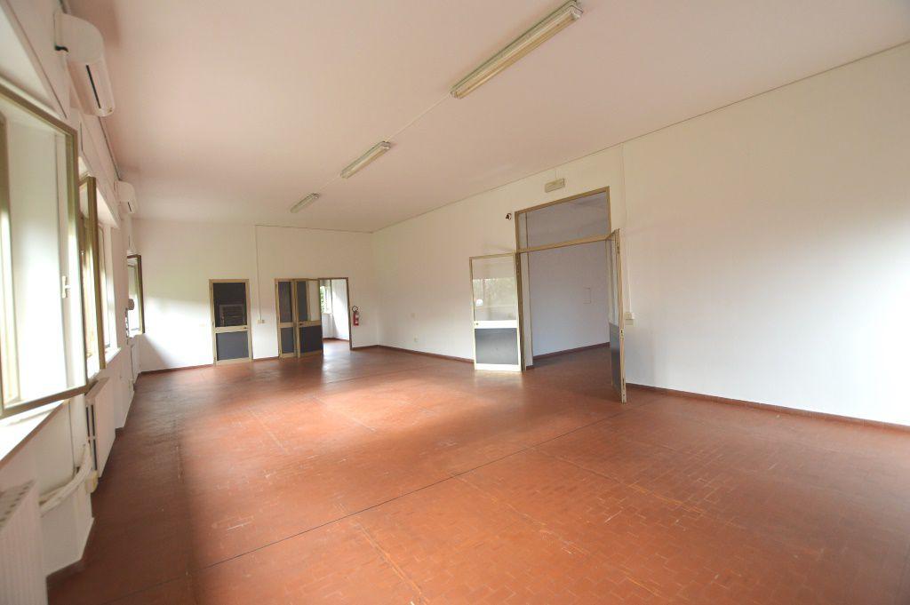 Laboratorio in affitto a Lucca, 6 locali, zona Località: SS. ANNUNZIATA, prezzo € 1.400 | Cambio Casa.it