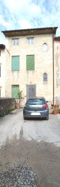Soluzione Indipendente in vendita a Capannori, 6 locali, prezzo € 60.000 | CambioCasa.it